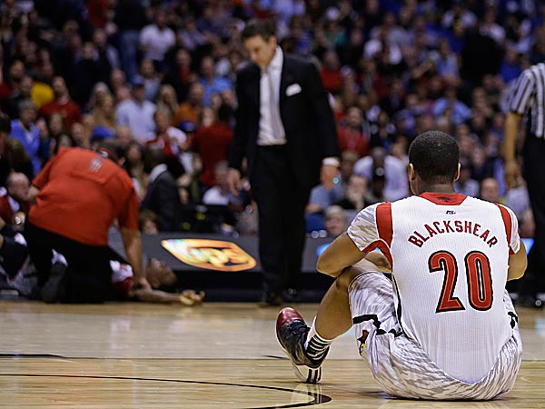 Image of Louisville teammate looking at Ware on the floor after injury