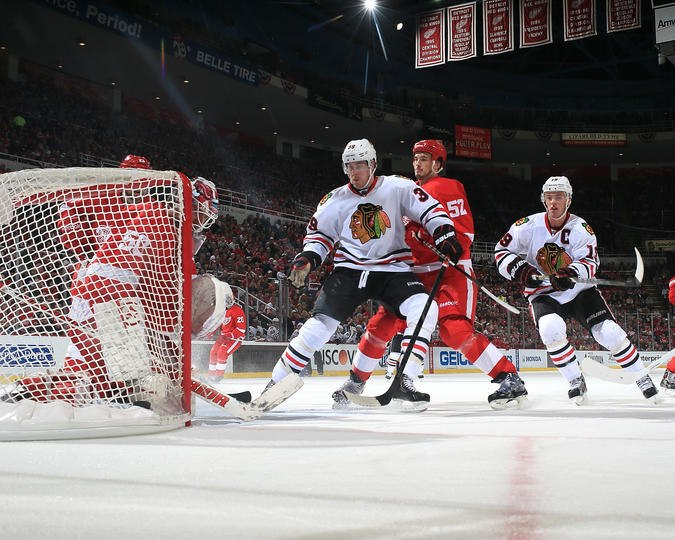 Image of Blackhawks trying to score on the Red Wings.